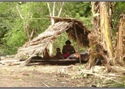 Salah satu anggota masyarakat suku terasing yang bermukim di dalam kawasan hutan